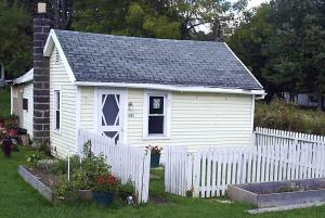 This is not Caroline's house. Do not try and come visit her here.