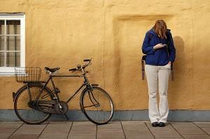 teenager-texting-kamshotflickr-300x199