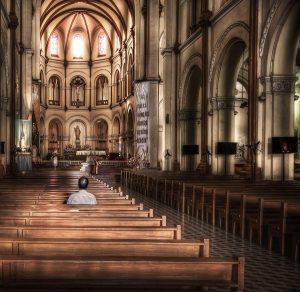 man-praying-in-church